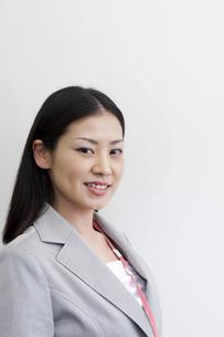 笑顔のビジネスウーマン アップ FYI00119674