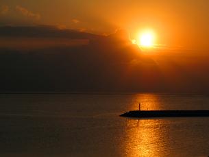 久米島の夕焼け FYI00121717