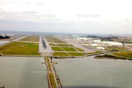 沖縄 那覇空港 滑走路 FYI00121792