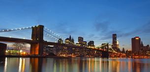 ブルックリンブリッジとウォール街 FYI00124692
