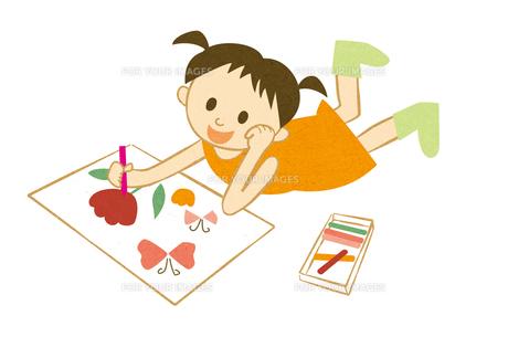 絵を描く女の子 FYI00125939