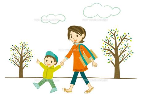 手をつないで散歩する母子2の素材 [FYI00126018]