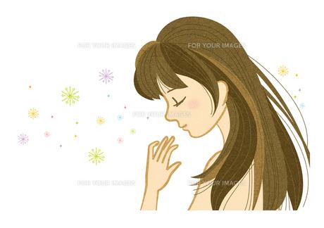 目を閉じて微笑む若い女性の横顔の素材 [FYI00126025]
