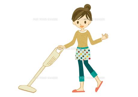 コードレス掃除機をかける主婦 FYI00126029