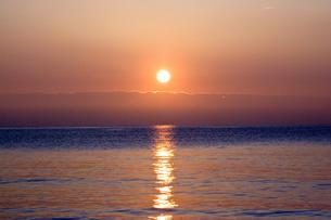 海に沈む夕日 FYI00127998