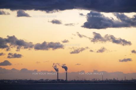 夕方の工業地帯 FYI00128368