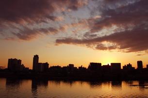 多摩川の夕日 FYI00128370