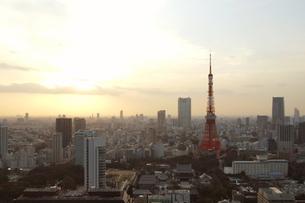 黄昏時の東京の街 FYI00128433