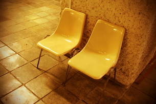 黄色いベンチ FYI00128434
