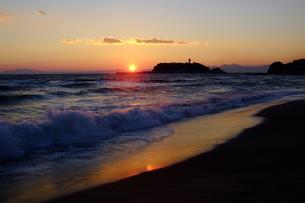 七里ヶ浜の夕景 FYI00128453