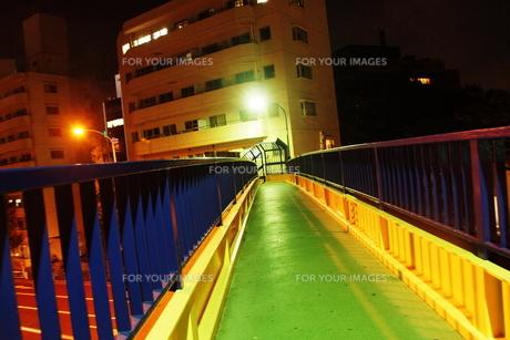 夜の歩道橋 FYI00128467