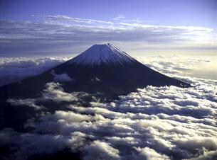 夕日を浴びる富士山 FYI00131441