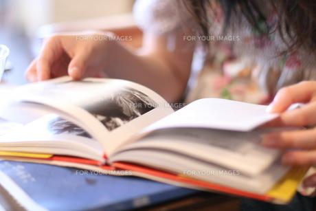 本を読む人 FYI00137670