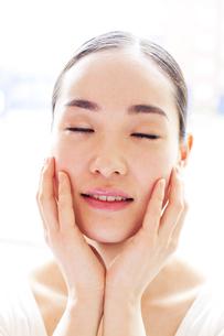 若い日本人女性のビューティーイメージ FYI00143128