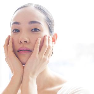 若い日本人女性のビューティーイメージ FYI00143133