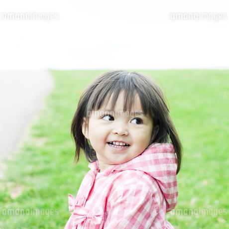 笑顔の可愛いハーフの少女 FYI00143150