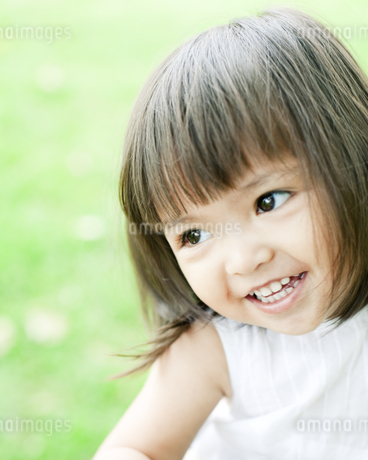 笑顔の可愛いハーフの少女 FYI00143156