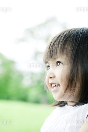 笑顔の可愛いハーフの少女 FYI00143162