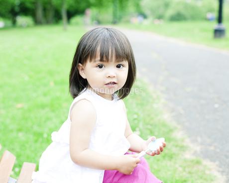 笑顔の可愛いハーフの少女 FYI00143165