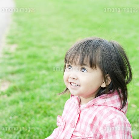 笑顔の可愛いハーフの少女 FYI00143167