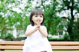笑顔の可愛いハーフの少女 FYI00143172