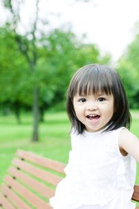 笑顔の可愛いハーフの少女 FYI00143173