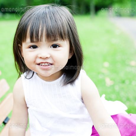 笑顔の可愛いハーフの少女 FYI00143175