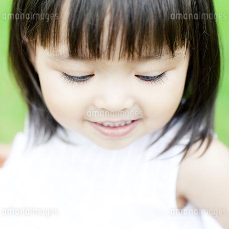 笑顔の可愛いハーフの少女 FYI00143176