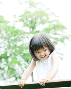 笑顔の可愛いハーフの少女 FYI00143177