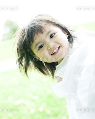 笑顔の可愛いハーフの少女 FYI00143178