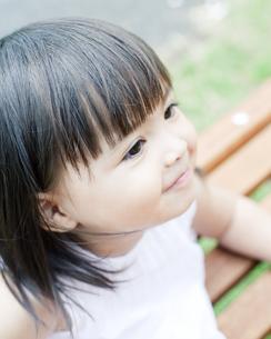 笑顔の可愛いハーフの少女 FYI00143184