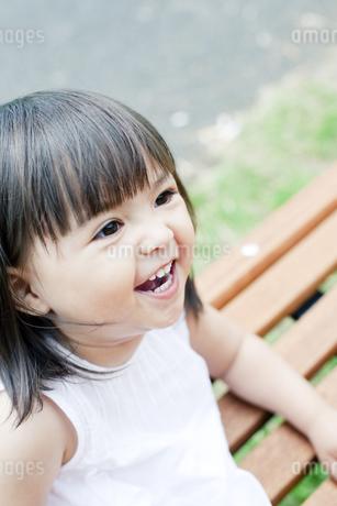 笑顔の可愛いハーフの少女 FYI00143185