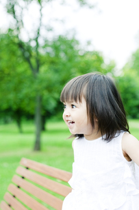 笑顔の可愛いハーフの少女 FYI00143189