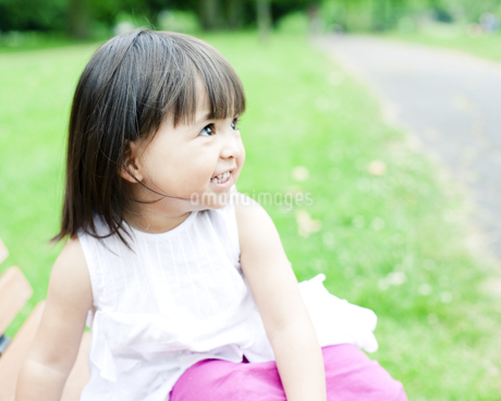 笑顔の可愛いハーフの少女 FYI00143193
