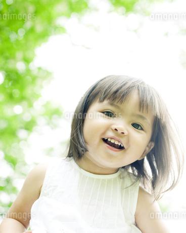 笑顔の可愛いハーフの少女 FYI00143197