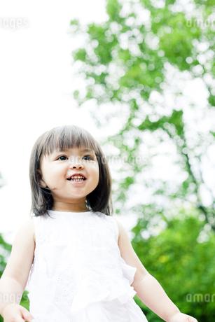 笑顔の可愛いハーフの少女 FYI00143200