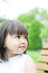 笑顔の可愛いハーフの少女 FYI00143204