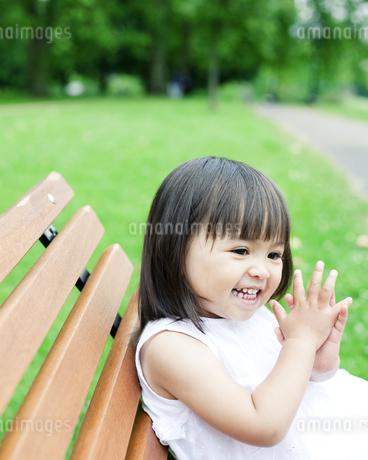 笑顔の可愛いハーフの少女 FYI00143205