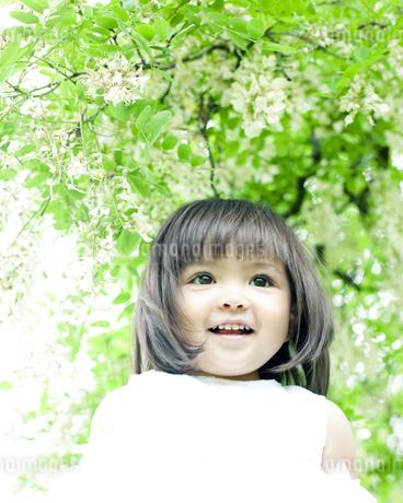 笑顔の可愛いハーフの少女 FYI00143209