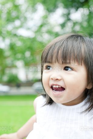 笑顔の可愛いハーフの少女 FYI00143216