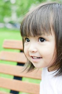 笑顔の可愛いハーフの少女 FYI00143217