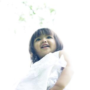 笑顔の可愛いハーフの少女 FYI00143218