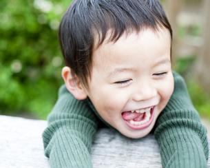 笑顔の男の子 FYI00143222