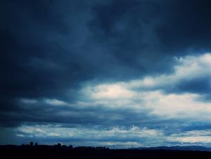曇に覆われた空 FYI00144321