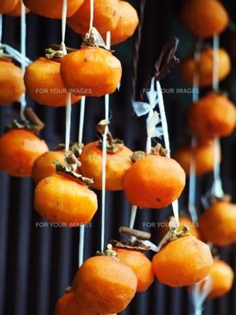 軒先の干し柿 FYI00152892