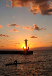 夕日とカヌー FYI00169875