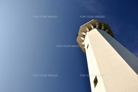 青空の下の灯台 FYI00175990