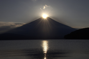 ダイヤモンド富士と山中湖 2 FYI00178177
