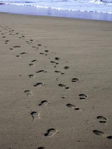 砂浜の足跡 FYI00181123