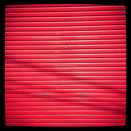 赤いシャッター FYI00181196